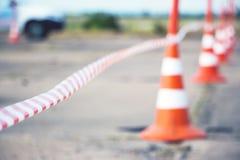 Ограждать конус ленты и дороги Стоковая Фотография