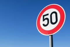 Ограничение в скорости 50 km/h стоковое изображение