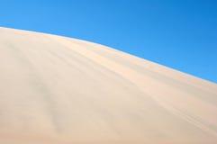 Огромная желтая дюна Стоковые Изображения