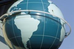 Огромная статуя глобуса земли, CA Стоковое Изображение