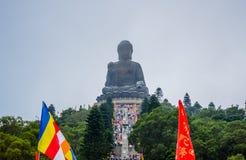 Огромная статуя Tian Tan Будды na górze холма на Пинге Ngong, острова Lantau, в Гонконге стоковое изображение rf