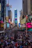 Огромная толпа квадрата туристов временами осмотренного от bleacher Стоковая Фотография RF