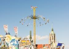 Огромное Chairoplane на Oktoberfest в Мюнхене Стоковые Фото