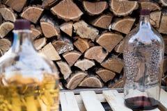 Огромные бутылки домодельного вина стоковая фотография