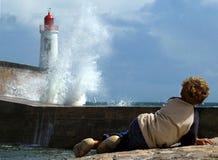 огромные волны маяка стоковое изображение rf