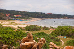 Огромные камни на пляже Вьетнаме Стоковое фото RF