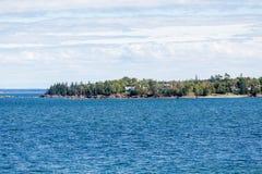 Огромные дома на вечнозеленом пункте Стоковые Фото