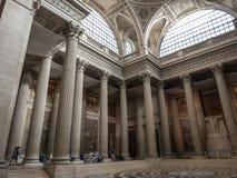 Огромные штендеры внутри французского пантеона делают посетителя показаться крошечными Стоковая Фотография