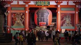 Огромный бумажный фонарик на виске Senso-ji в токио - ТОКИО/ЯПОНИИ - 12-ое июня 2018 видеоматериал