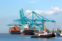 Разгржать корабль контейнера Стоковые Изображения