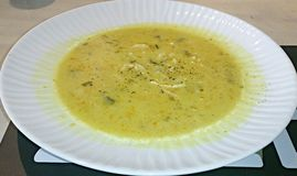 Огромный шар куриного супа с лапшами Стоковое фото RF