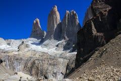3 огромных башни гранита в конце прогулки w в национальном парке Torres del Paine Стоковое Фото