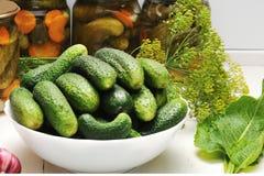 Огурцы и овощи для сохранять и консервации стоковое фото rf