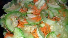 огурцы фасолей dish свежие зажаренные томаты сердцевин вегетарианские стоковое изображение rf