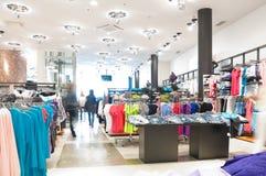 одевает самомоднейший магазин Стоковое Фото