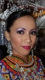 одевает традиционное девушки iban стоковое фото rf
