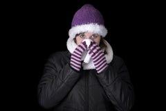 одевает холодную имеющ детенышей женщины зимы стоковая фотография rf