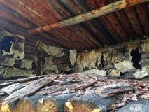 Одевать прячет в деревне Сушащ шкуры, мех высушено естественно стоковое фото rf