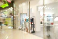 одевая внешняя витрина магазина магазина стоковые изображения