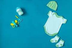 Одежда младенца Смесь для детей Концепция новорождённых, материнство, забота, образ жизни Стоковые Изображения RF