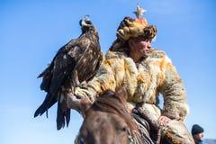 Одежда охотника орла казаха традиционная Стоковые Изображения
