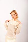 одежды вяжут сексуальных белых детенышей женщины зимы Стоковая Фотография