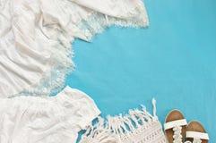 Одежды и аксессуары белой женщины linen стоковая фотография rf