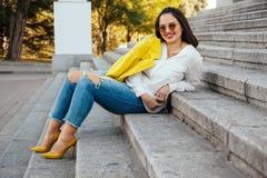 Одежды моды добавочного размера модельные нося Стоковое фото RF