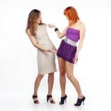 одежды обсуждают подруг 2 Стоковое Фото