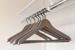 одежды опорожняют вешалки Стоковое Изображение