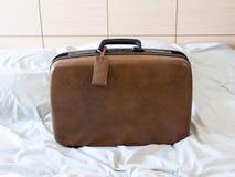 Одежды пакета чемодана багажа готовые для того чтобы отдохнуть перемещение выходных стоковое изображение rf