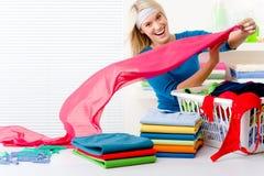 одежды складывая женщину прачечного Стоковое фото RF