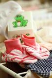 одежды суша девушку меньший шкаф Стоковое фото RF