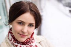 одежды outdoors усмедутся нося женщина зимы Стоковое Изображение