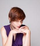 одетьйте детенышей женщины состава пурпуровых кладя Стоковые Фото