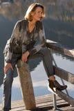 одетьнная женщина пожилых людей модно стоковая фотография rf
