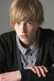 одетьнная мальчиком модно студия портрета подростковая стоковое фото rf