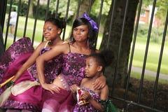 одетьнный парад 3 девушок вверх стоковые изображения rf
