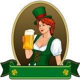 одетьнный пивом сбор винограда st patricks зеленого цвета девушки Стоковая Фотография