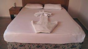 одеяла в гостиничном номере сток-видео