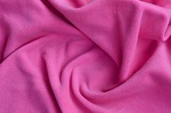 Одеяло меховой розовой ткани ватки Предпосылка света - розовый мягкий материал ватки плюша с много сбросом складывает Стоковые Изображения