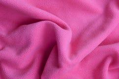 Одеяло меховой розовой ткани ватки Предпосылка света - розовый мягкий материал ватки плюша с много сбросом складывает Стоковое Изображение RF