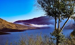Одеяло тумана на резервуаре Стоковая Фотография