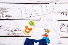Одеяние лета младенческого мальчика ультрамодное Стоковое Изображение