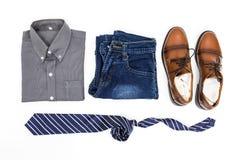 Одеяние ` s людей, рубашка, демикотон, коричневые ботинки и галстук Стоковая Фотография