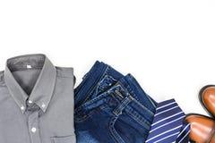 Одеяние ` s людей, рубашка, демикотон, коричневые ботинки и галстук Стоковое Изображение RF