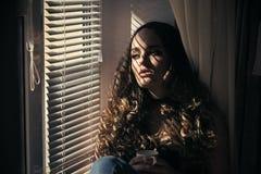 Одиночество ` s женщин Ослабьте, утешьте, образ жизни Стоковые Фотографии RF