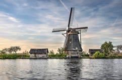 Одиночная ветрянка на Kinderdijk Стоковые Фотографии RF