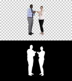 Один бизнесмен и одна коммерсантка аплодируя, канал альфы стоковые фото