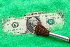 Один доллар в влажном песке Стоковое Фото